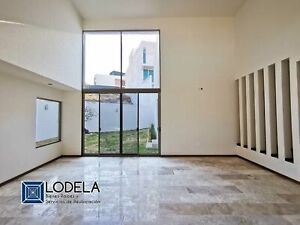 VENTA Casa residencial con recámara en planta baja, gran jardín, Fracc. Villandares, SLP