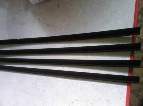MERCEDES W110 OUTSIDE WINDOW SEALS 4 PIECE NEW 190d 200 200d