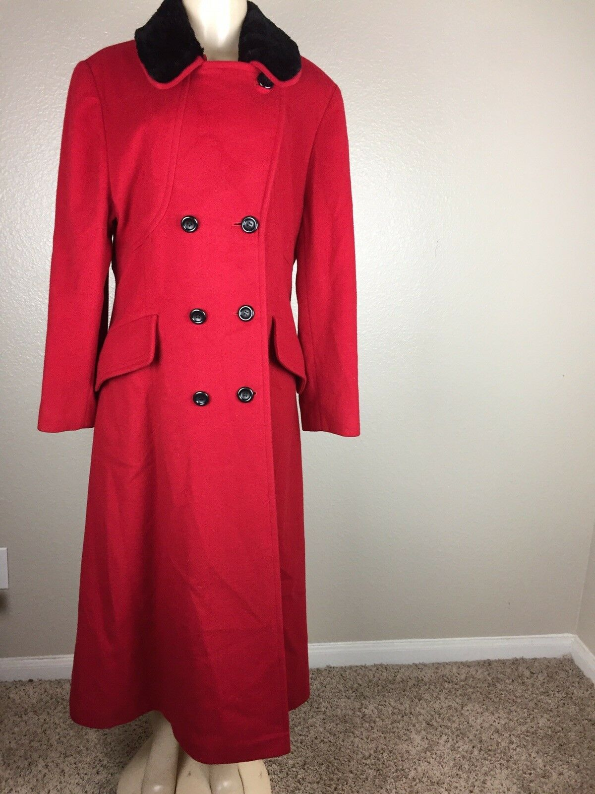 Nina  Ricci Paris Women's  Red Coat Size 14   125999