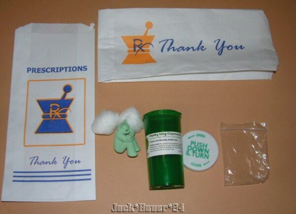 Enthousiaste Luke Chueh Prisonnier Kuma Kush Résine Figure Pharmacie Ordonnance Sac Art Couleurs Fantaisie