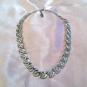 Vintage-CORO-Silver-Tone-Leaf-Link-Choker-Necklace