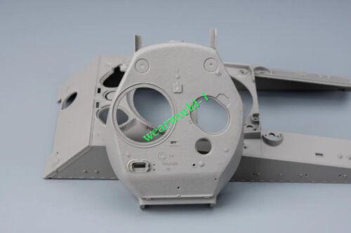 Ryefield RM5042 U.S.MEDIUM TANK M4A3 76W HVSS SHERMAN WITH FULL INTERIOR KIT1//35
