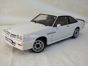Raro-Revell-1-18-08422-OPEL-MANTA-GT-E-blanco-coche-modelo-de-Juguete-en-Caja-Vintage-Coupe