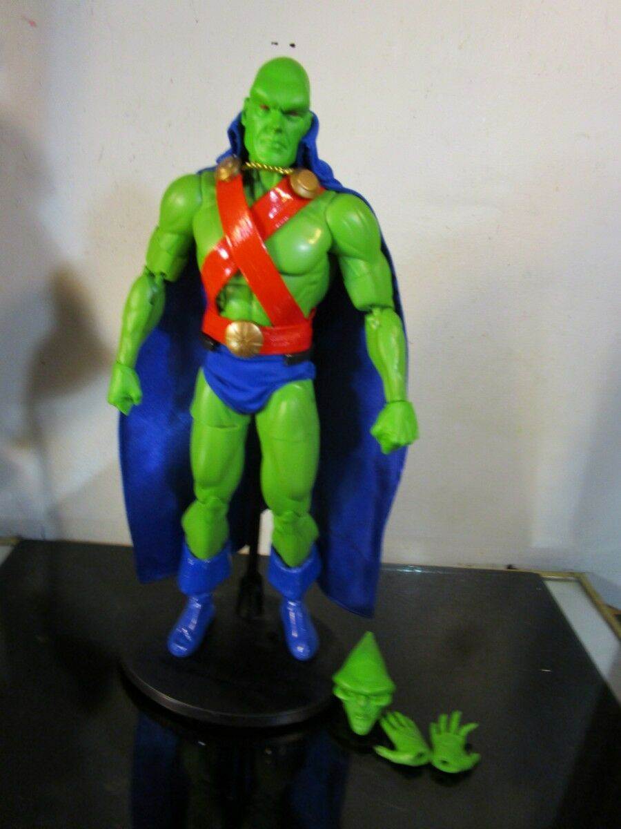 DC Direct Martian Manhunter 1 6 Scale 13  Deluxe Collector Figure