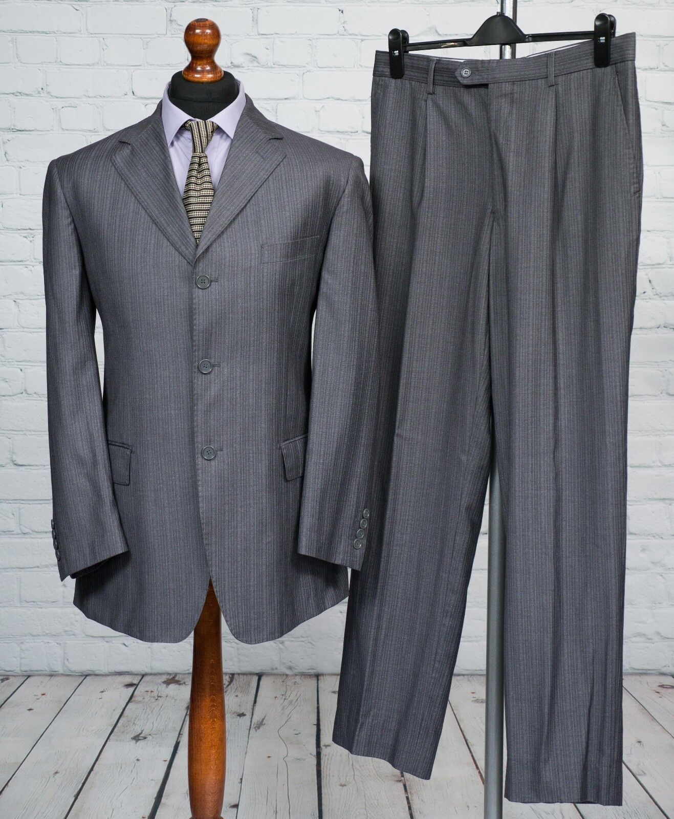 Gianfranco Gauche Single Breasted grau Wool Striped Trouser Suit 40R 34W 32L