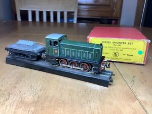 Trix Twin 244 3 Rail DC Ruston Hornsby 0-6-0 Diesel Shunter c/w shunter truck