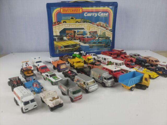 VINTAGE 1978 MATCHBOX CAR CARRY CASE + 39 vintage VEHICLES
