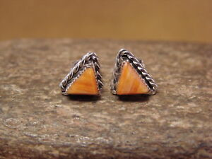 Small-Zuni-American-Indian-Jewelry-Sterling-Silver-Spiny-Oyster-Triangle-Post-Ea