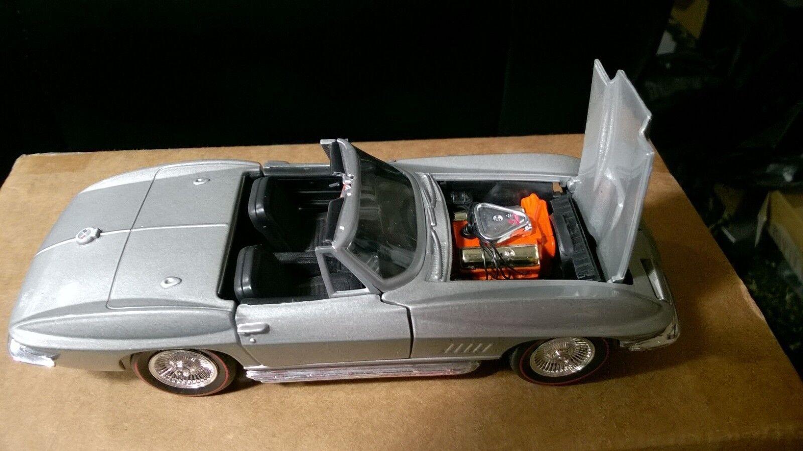 Classic Metal Works Corvette Congreenible DieCast Metal Model Car scale 1 24 -dc