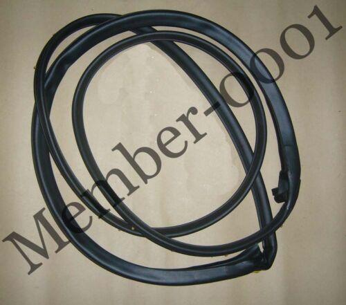 Weatherstrip Door Rubber Seal Front RH for Mercedes Benz W123 230 240D 280 300TD