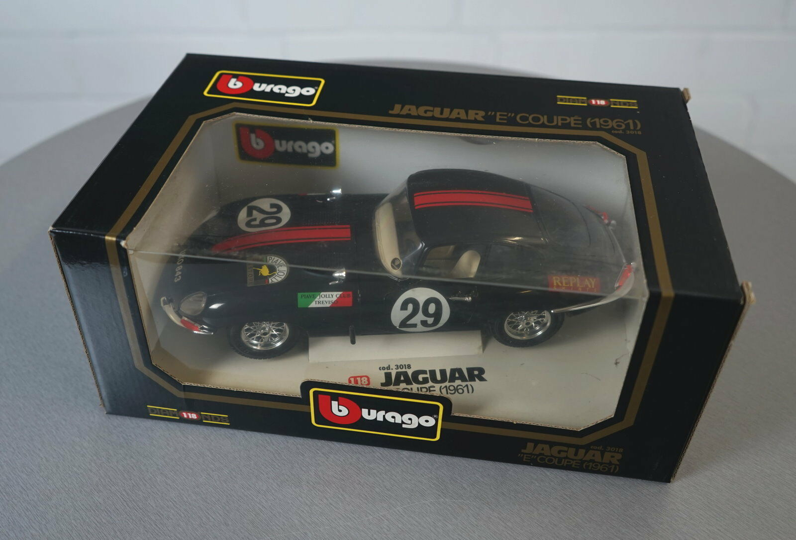 Burago 1   18 jaguar e - coupé (1961) schwarz - 3018 - druckguss - modell neu ovp
