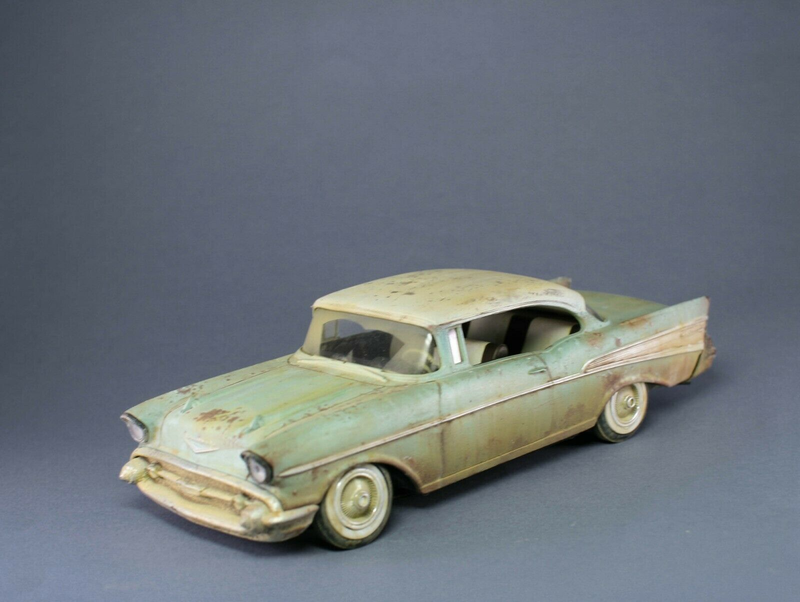 Chevrolet Bel Air 1957 probyggt 1 24 Revell.Fallout, Mad Max- tema (IN STOCK)