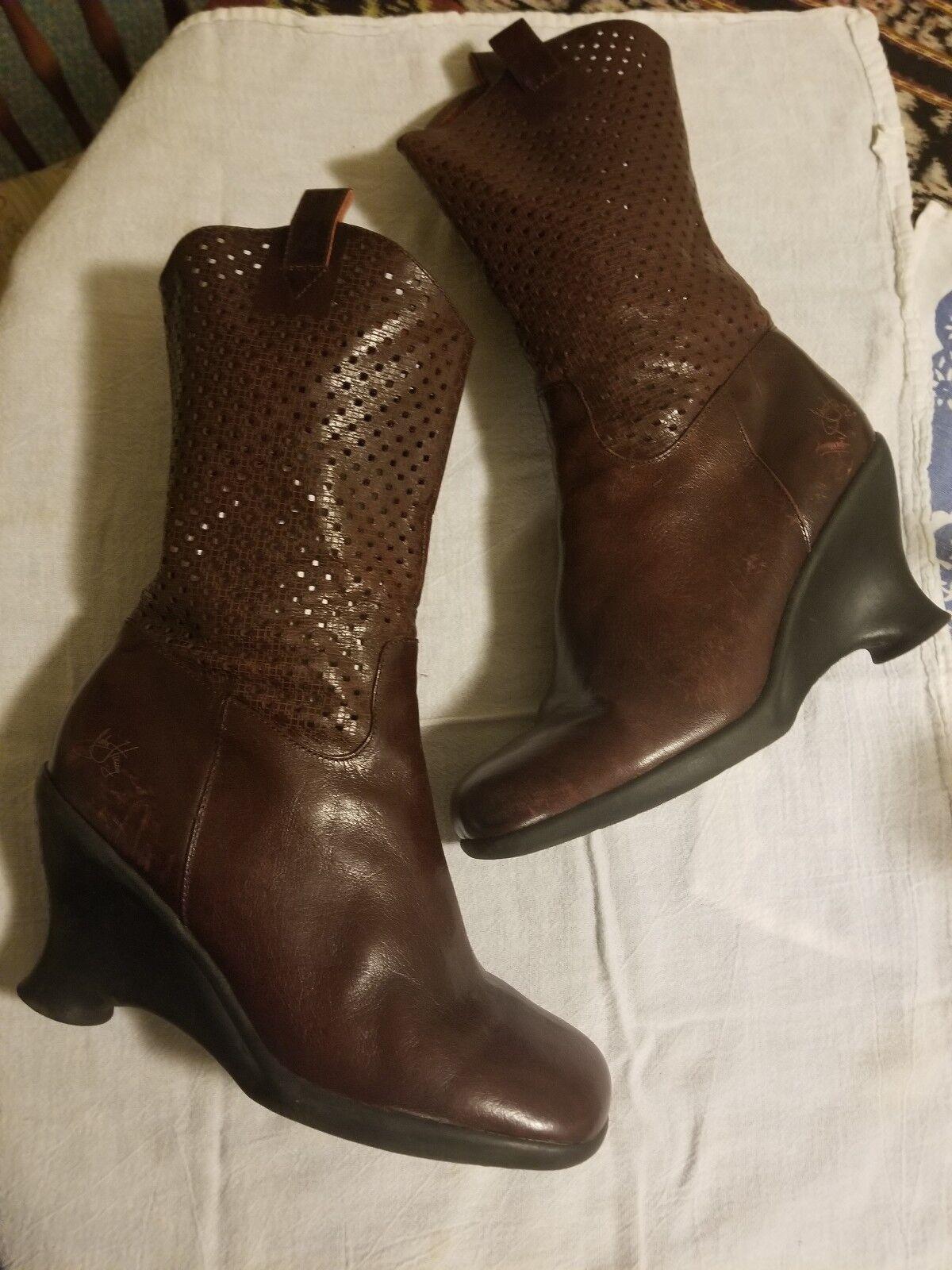 John John John Fluevog para mujeres Cuero Marrón Tacón Con Plataforma botas Mitad de Pantorrilla punchwork Capelladas 9.5  de moda