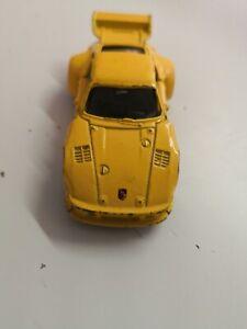 Welly-Porsche-Nr-101-gelb-aus-Sammlung-Ohne-ovp-Masstab-ca-1-62