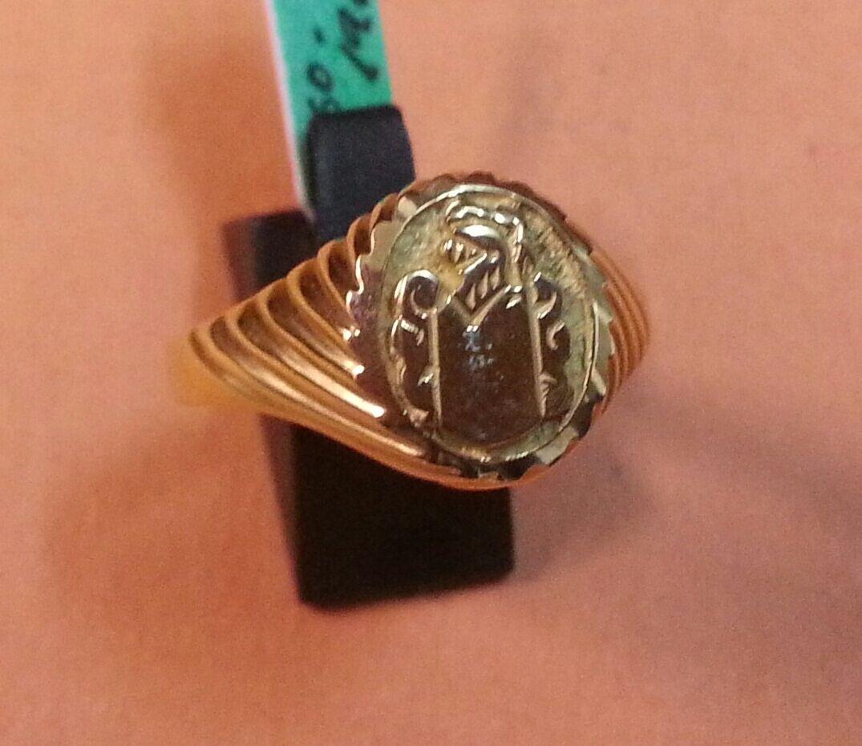 BONITO SELLO  de CADETE o NIÑA en gold 18 KTES. Con Escudo en Relieve. 3,60 GR.