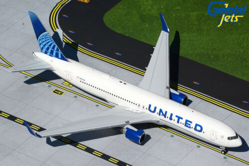 Gemini Jets 1:200 United Airlines Boeing 767-300ER N676UA G2UAL893 PREORDER