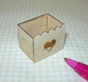 Miniature-Delicate-Balsa-Wood-Storage-Bin-Laser-Heart-Cut-Out-DOLLHOUSE-1-12