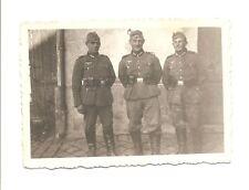 Altes Foto Bild Deutsches Reich 2. Weltkrieg 3 Soldaten vor Hauswand [466]