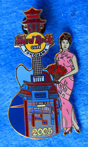 Yokohama-Ingresso-Gate-Geisha-Girl-Kimono-Pagoda-Chitarra-Hard-Rock-Cafe-Pin-Le
