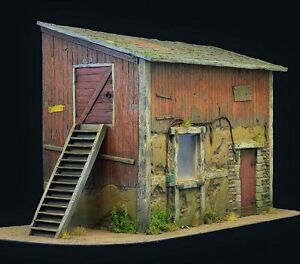 Reality-In-Scale-35256-The-old-barn-1-35-scale-diorama-building