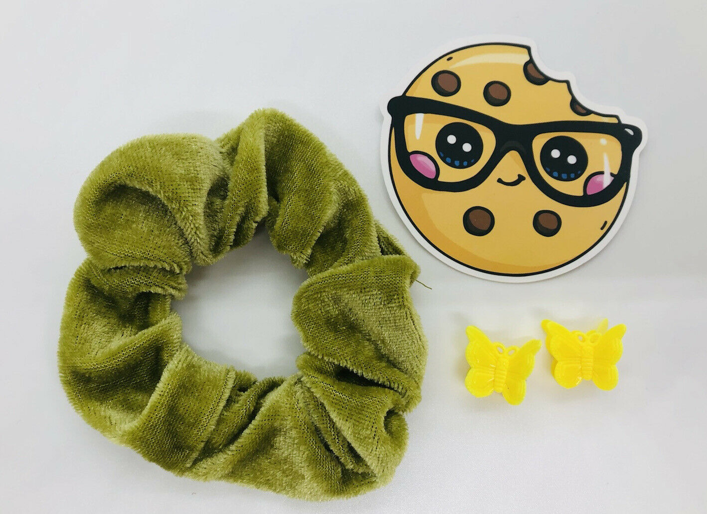 adorable gift set in green and yellow kawaii cookie and butterfly clips