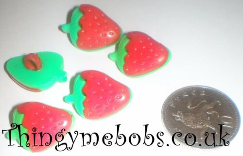 10 LARGE 21mm STRAWBERRY//STRAWBERRIES THEMED CRAFT BUTTONS CRAFTS//SEWING