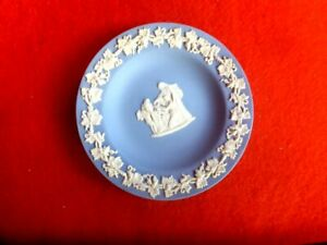 VINTAGE-WEDGWOOD-ANGELS-PIN-DISH-DIAMETER-11cm-MADE-IN-ENGLAND-ANGELS