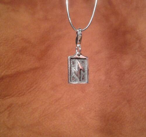 Runa iwaz de plata 925 seguidores mágicos runas símbolo esotéricas