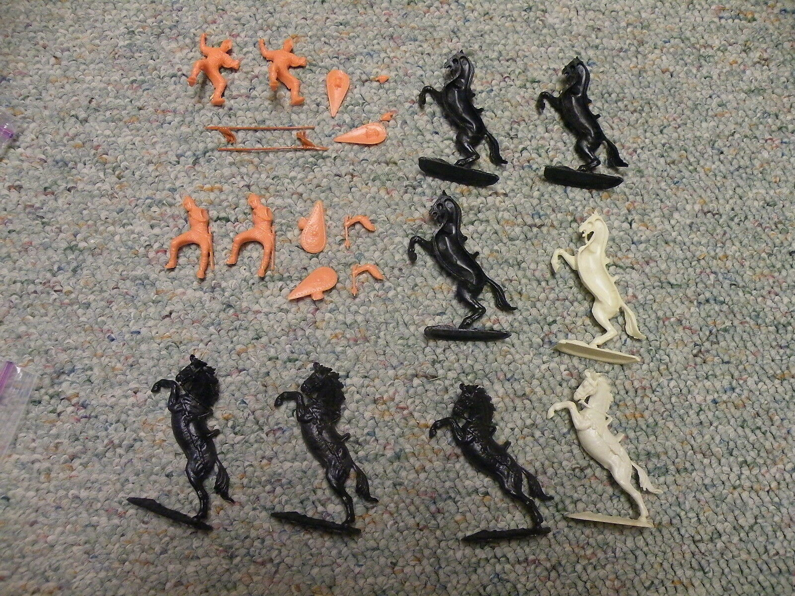 Elastolin 40mm Unpainted Mounted Normans rearing horses mace   spear x4  Lot D