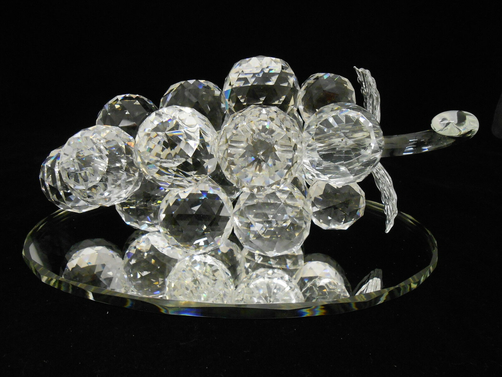 Crystal grape figurine on a mirror      Gift, favor   Home decoration. 0f36d5