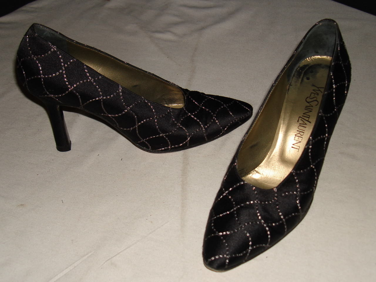 MADE IN ITALY YVES SAINT LAURENT BALCK/ SILVER LEATHER/SILK PUMPS SZ. 7M