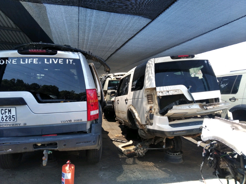 Landrover Discovery spares stripping