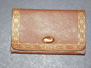 221bdc9168 TAN LEATHER SMALL PURSE WITH GOLD PATTERN AROUND EDGE   OVAL CLASP ...