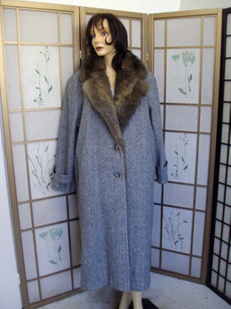 NEW SHOWROOM ITEM CLOTH COAT W  OPOSSUM FUR LINING WOMEN WOMAN SIZE 10-12 MEDIUM