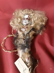 Sinisterly-Sissy-039-s-039-Brenda-039-Undead-Spooky-Creepy-Haunted-Gothic-18-034-with-stand