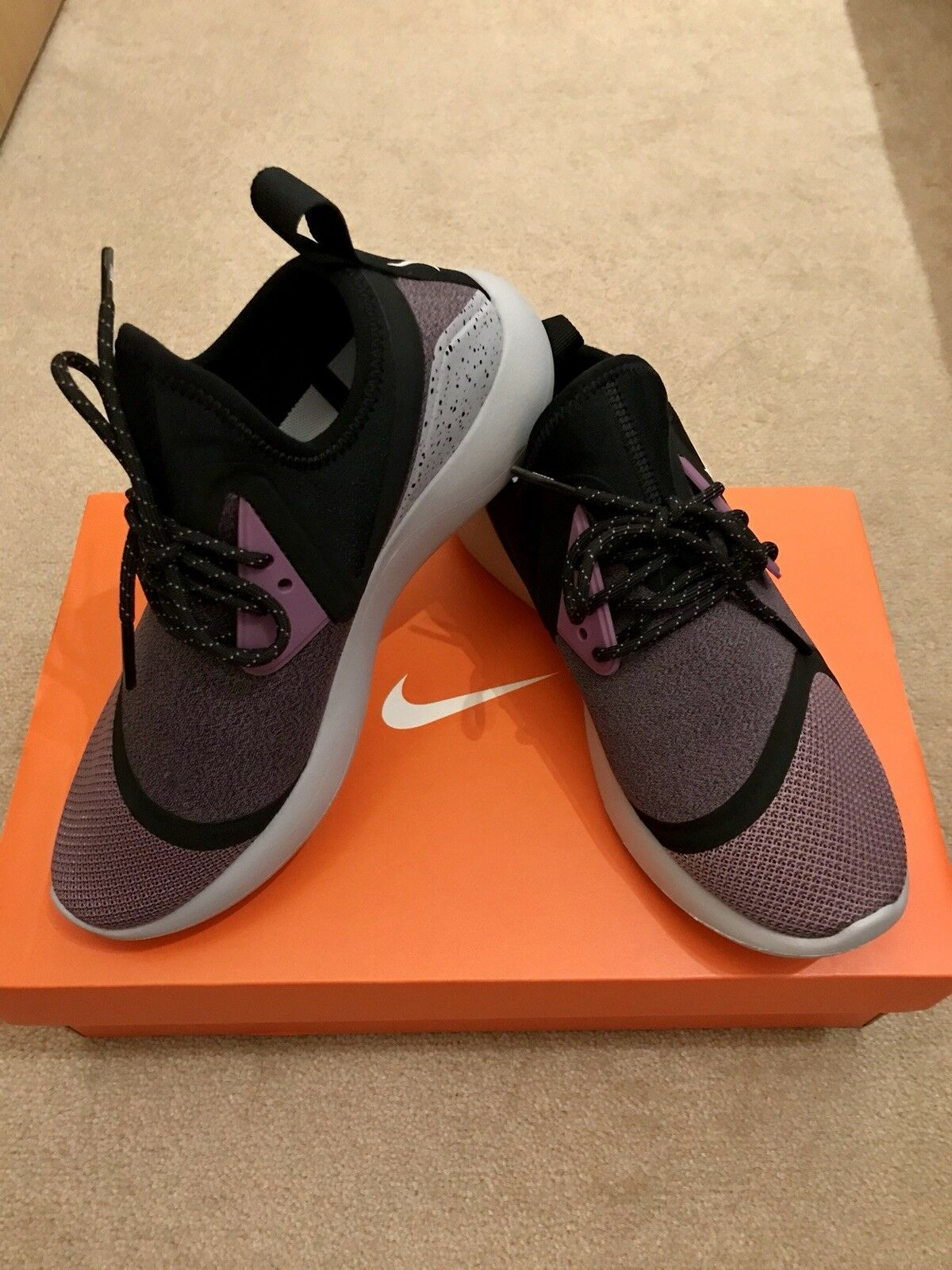 Nike LunarCharge Essential (Size uK 4) Brand new