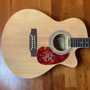 BRAD-PAISLEY-signed-autographed-acoustic-guitar-WHISKEY-LULLABY-1