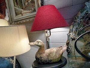Lampe Avec Un Canard Sur Sa Base Avec Abat Jour Milieu Xxème