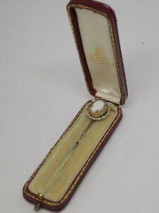 Antiguo Oro Amarillo 9CT Caballero Cameo Pin en Caja De Cuero fileteado.