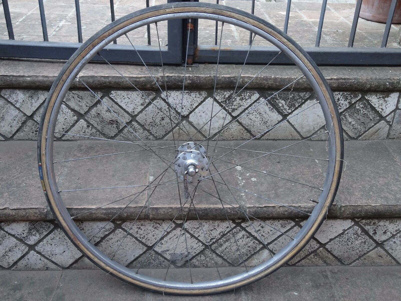 Vintage front wheel Campagnolo Nuovo Tipo high flange Nisi.L'Eroica