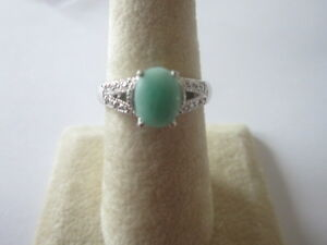Gorgeous-Single-Stone-Sterling-Silver-Emerald-Ring-with-Oval-Cut-Emerald-size-8