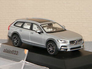 VOLVO-V90-Cross-Country-2017-Bright-Silver-NOREV-143-Ref-870068