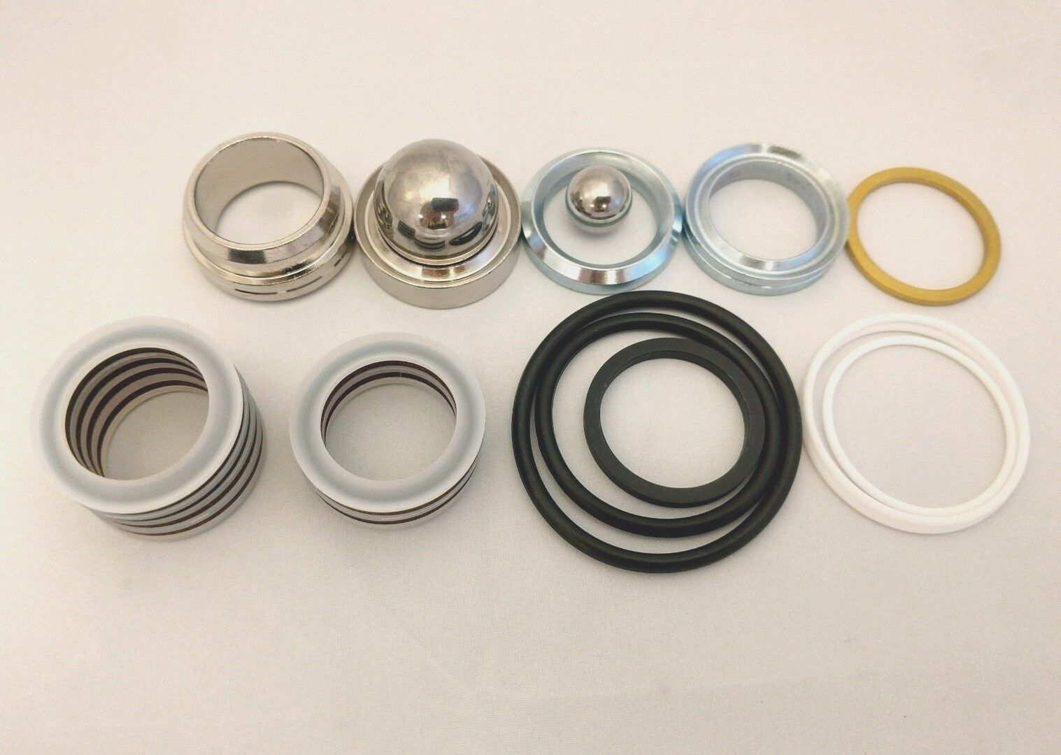 Made in the USA Gmax 7900 repair kit. Replaces Graco 246341 or 246-341