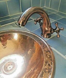 Lavabo marroqu/í de lat/ón