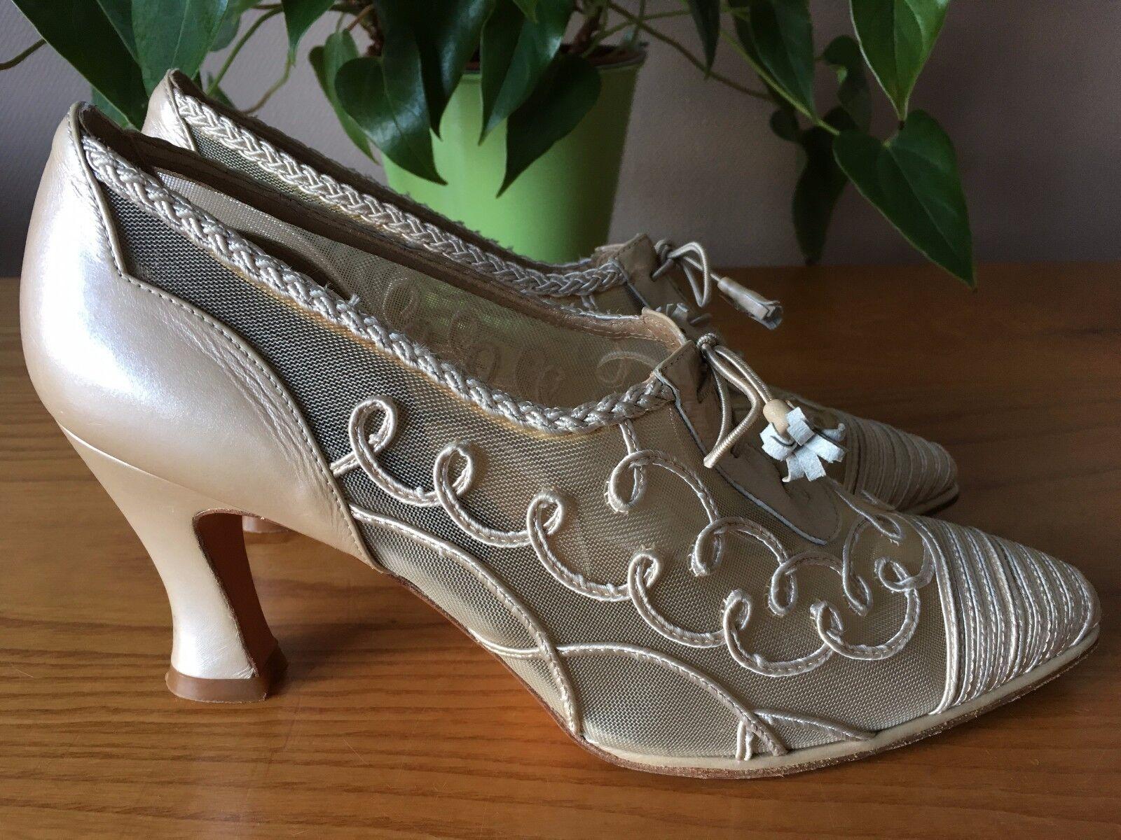 Stuart Weitzman Victorian ivory embroidered lace up court shoe UK 6 EU 39 Bridal