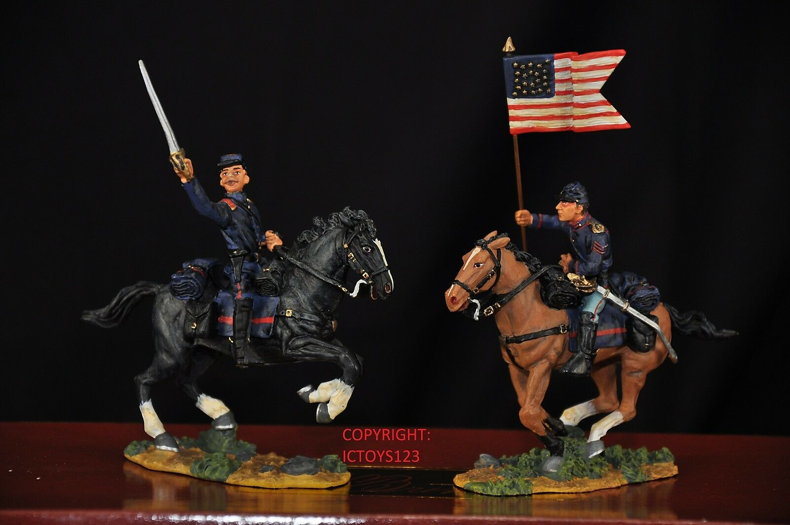 BRITAINS 17481 UNION OFFICER + FLAGBEARER MOUNTED METAL TOY SOLDIER FIGURE SET