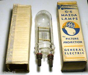 Ampoule-de-projection-1000-watts-utilisee-dans-les-balises-de-route-aerienne-WW2