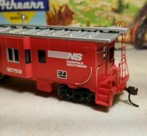 HO-Athearn-Norfolk-Southern-caboose-car-for-train-set-NOS-RTR-series