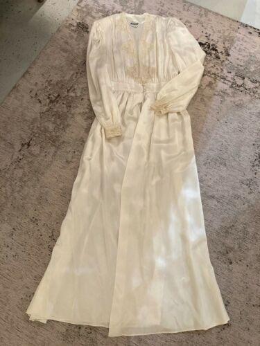 Vintage 1940s Off White Silk Peignoir Lounging Rob