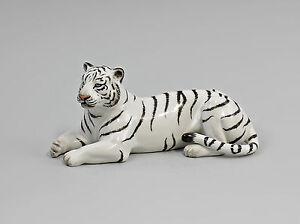 9944010 Porzellan Figur liegender Weißer Tiger fein bemalt Kämmer 15x6x7cm